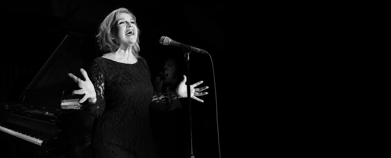 En spectacle Marie Denise Pelletier chante Léveillée au Patriote de Ste-Agathe